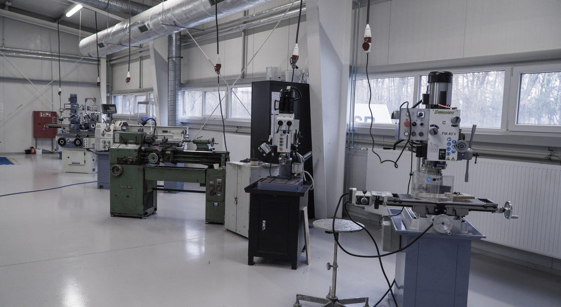 Zestaw maszyn doobróbki metali ispawania